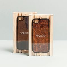 The best essentials for the classic ones. Shop our damasked and inlay walnut case on woodd.it  #woodd #christmas #damasked #iphonecase