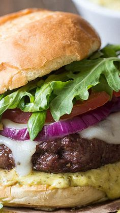 Tuscan Garlic Burgers with Pesto Mayo ~Tender and juicy grilled burgers that are packed with flavor and topped with delicious pesto mayo! Gourmet Burgers, Burger Recipes, Grilling Recipes, Beef Recipes, Cooking Recipes, Grilling Burgers, Healthy Grilling, Beef Burgers, Salmon Burgers