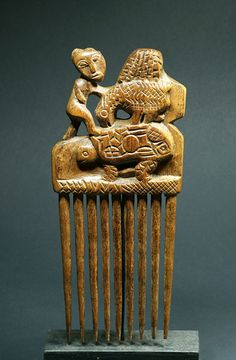 Africa | Comb from the Baule people of the Ivory Coast | Wood | 1960