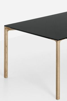 In designers LucidiPevere embarked on a new challenge to design a cement table (Kristalia Boiacca Table). In the challenge is to switch from the material quality of cement to the natural quality of wood with the Boiacca Wood table. Cement Table, Wood Table, Japanese Bar, Cement Crafts, House Design, Chair, Designers, Challenge, Maker Space