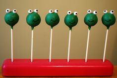 Frog cake pops for a