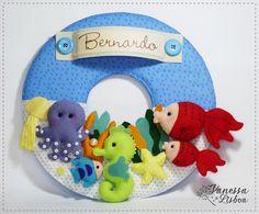 Guirlanda Porta Maternidade Fundo do Mar    Confeccionado em tecido e feltro, decorado com botões e aviamentos. Personalizado com o nome do bebê.    O quadro mede 30 cm de diâmetro e pode ser feito nas cores que desejar!