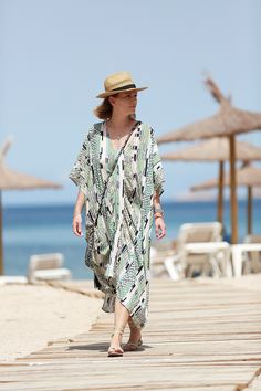Lala Berlin printed Kaftan+nude lace up sandals+straw hat. Beach outfit 2016 – Les Attitudes