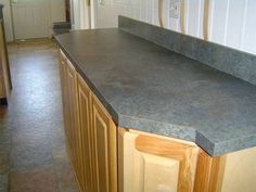 Step by step on how to replace laminate countertops. Countertop Redo, Painting Countertops, How To Install Countertops, Kitchen Countertop Materials, Laminate Countertops, Bathroom Countertops, Home Renovation, Home Remodeling, Mobile Home Redo