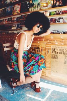 fr aime ce look afropunk, ethno tendance, style ethnique. My Hairstyle, Afro Hairstyles, Look Street Style, Street Styles, Big Hair, Your Hair, Natural Hair Inspiration, Style Inspiration, Estilo Chola