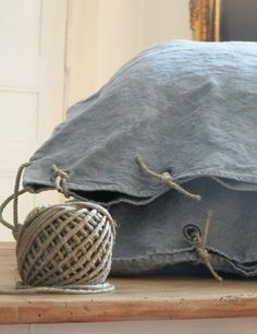 DIY: French Grain Sack Pillows with Rope Ties: Remodelista Mason Jar Crafts, Mason Jar Diy, Textiles, Diy Hanging Shelves, Wall Shelves, Grain Sack, Vintage Stil, Linens And Lace, Diy Home Decor Projects