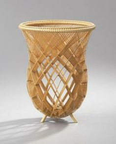 Yamaguchi Ryuun - artwork prices, pictures and values. Art market estimated value about Yamaguchi Ryuun works of art. Bamboo Art, Bamboo Crafts, Bamboo Weaving, Basket Weaving, Vanitas, Bamboo Architecture, Japanese Bamboo, Sisal, Wicker Planter