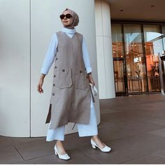 20 Office Look Casual Summer Outfits Source by dress sketches Fashion 60s, Modern Hijab Fashion, Muslim Fashion, Modest Fashion, Fashion Models, Fashion Outfits, Office Fashion, Style Fashion, Mode Abaya