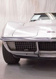 A muscle car collector classic: 1970 Chevrolet Corvette Stingray Chevrolet Corvette Stingray, Us Cars, Sport Cars, My Dream Car, Dream Cars, Classic Corvette, Amazing Cars, Awesome, Car Car