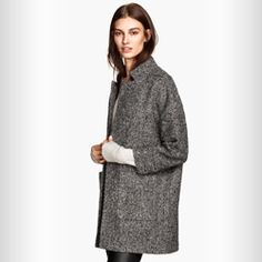 Coat in bouclé yarn with wool content. Concealed snap fastener and pockets at front. Boucle Coat, Boucle Jacket, Fashion Days, Autumn Fashion, Fashion Outfits, H&m Shopping, H&m Online, Simple Dresses, Casual Chic
