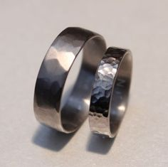 alliance-or-recycle-martele-palladie-or-gris-blanc. Wedding Bands, Wedding Day, My Precious, Gem S, Affair, Rings For Men, Marriage, Wedding Inspiration, Engagement Rings