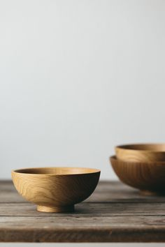 This beautifully hand crafted woodenware makes its amazing journey from tree to finished product by hand, and these lovely Oak bowls have some particularly stunning and distinctive grain markings