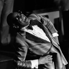 Ray Charles acknowledges the applause after his performance at Avery Fisher Hall in New York, Saturday July 7, 1983, during the annual Kool Jazz Festival.