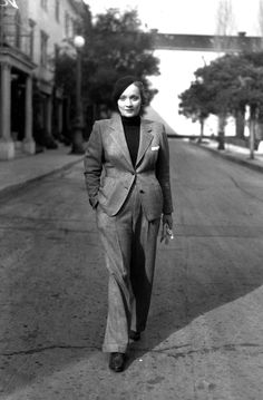I've always admired this look. A woman wearing a mans suit is wonderfully free spirited...