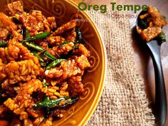 Food photography, cake, cookies and Indonesian food. Bread Recipes, Vegan Recipes, Cooking Recipes, Vegan Meals, Indonesian Food, Indonesian Recipes, Asian Kitchen, Tempeh, Kung Pao Chicken