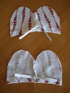Obsessively Stitching: Newborn No-Scratch Mittens -- TUTORIAL Obsessively Stitching: Newborn No-Scra Baby Sewing Projects, Sewing For Kids, Sewing Crafts, Baby Sewing Tutorials, Sewing Ideas, Couture Bb, Diy Bebe, Baby Mittens, Mittens Pattern