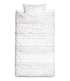 Duvet cover set in cotton fabric with a printed pattern. Duvet cover fastens at foot end with concealed metal snap fasteners. One pillowcase. Thread count 144.