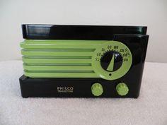 VINTAGE 1940s PHILCO ART DECO OLD BAKELITE RADIO