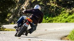 A peek behind the scenes at the world's leading performance electric motorcycle company. Gizmag's Loz Blain visited Zero's head office outside Santa Cruz, California to talk about batteries, produ...