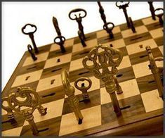 Board games 557179785147984801 - Stylish Board Games: Brass Skeleton Key Chess Set For the Fashionably Competitive Source by ArtemisLi Chess Pieces, Game Pieces, Wood Projects, Woodworking Projects, Chess Set Unique, Chess Table, Board Game Design, Bois Diy, 3d Prints