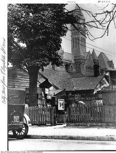 Houses on Elizabeth Street and City Hall, Toronto, Ontario, 1924. #vintage #Canada #1920s
