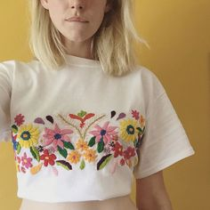 Bordado top Tessa Perlow inc on etsy Embroidery Stitches, Embroidery Patterns, Hand Embroidery, Tessa Perlow, Bordado Floral, Outfit Des Tages, Estilo Hippie, Diy Vetement, Embroidered Clothes
