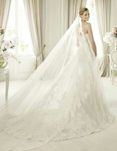 cathedral veil, no blusher #love!