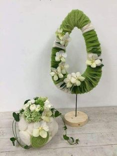 Easter Flower Decorations & Centerpieces that'll spreads the festive charm in the most beautiful way - Hike n Dip Easter Plants, Easter Flowers, Easter Tree, Easter Wreaths, Easter Eggs, Easter Flower Arrangements, Flower Centerpieces, Flower Decorations, Floral Arrangements