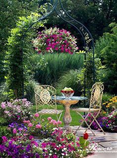 Love a colorful yard - this is so pretty for tea time!