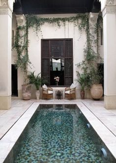 Pool Landscaping Ideas a Minimalist Swimming Pool on a Tiny Page? Surely it would be very nice to have a swimming pool at home. Outdoor Rooms, Outdoor Living, Piscina Interior, Pool Landscape Design, Patio Design, Luxury Pools, Small Pools, Plunge Pool, Dream Pools