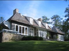 Summer House back to portfolio Bill Ingram, Stucco Homes, House Landscape, Interior Garden, Facade Design, Window Design, Coastal Homes, Cottage Homes, House In The Woods