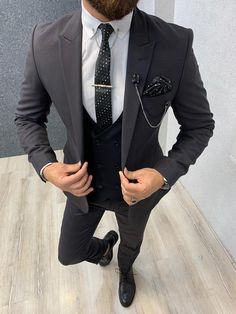 Size : Suit material: Wool, Polyester Machine washable : NoFitting : Regular Slim Fit Remarks: Dry Cleaning Only