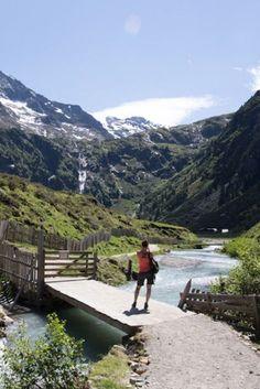 Wanderung zur Sulzenauhütte im Stubaital, Tirol.