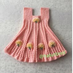 No photo description available. Baby Knitting Patterns, Kids Patterns, Knitting For Kids, Knitting Designs, Crochet Patterns, Knit Baby Dress, Knitted Baby Clothes, Tricot Baby, Baby Sweaters
