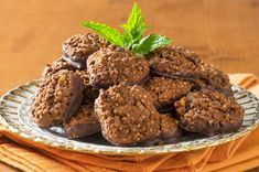 We prepare chocolate cookies with quinoa seeds. Quinoa in combination with chocolate proven to be an excellent source of nutrition. Baby Food Recipes, Snack Recipes, Dessert Recipes, Desserts, Cookies Au Quinoa, Chocolates, No Gluten Diet, Healthy Low Carb Snacks, Cookery Books