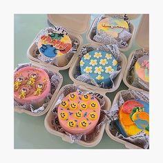 Pretty Birthday Cakes, Pretty Cakes, Cake Birthday, Simple Cake Designs, Korean Cake, Korean Dessert, Pastel Cakes, Frog Cakes, Cute Desserts