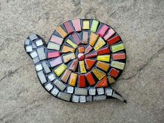 mosaic snail made by Mosaic My Number Mosaic Garden Art, Mosaic Flower Pots, Mosaic Wall Art, Mosaic Diy, Mosaic Crafts, Mosaic Projects, Tile Art, Mosaic Tiles, Mosaic Rocks