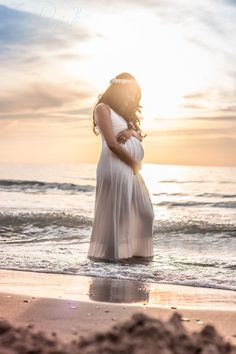 Pin By Trends On Maternity Photography Maternity Pictures Beach – Maternity Photos Maternity Photography Poses, Maternity Poses, Maternity Dresses, Photography Ideas, Family Photography, Beach Photography, Children Photography, Beach Maternity Pictures, Beach Pregnancy Photos