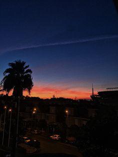 Allí donde fuiste feliz siempre querrás volver. Sevilla.
