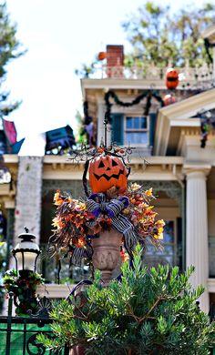 Disneyland Haunted Mansion Holiday // Halloween at Disneyland