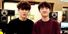 Kyungsoo unable to contain his laugh as Chen the poodle speaks. xD