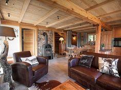 Entre #ranch et #chalet, les variations de bois ne laissent pas indifférents #alsace #colmar #poele #cosy