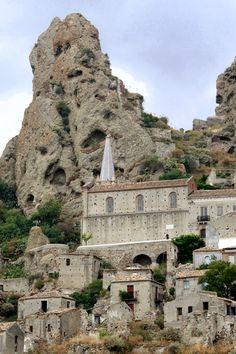 Pentedattilo, Reggio Calabria 10 km from Home <3