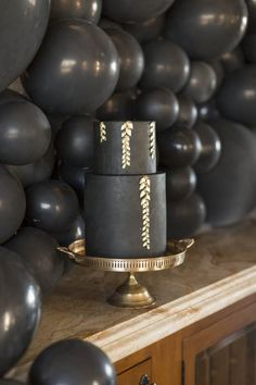 Black and gold wedding cake    #wedding #weddings #weddingideas #aislesociety #glamwedding