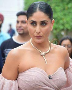 Kareena Kapoor Bikini, Kareena Kapoor Khan, Most Beautiful Indian Actress, Beautiful Actresses, Close Up, Snake Girl, Body Hacks, The Duff, Hottest Photos