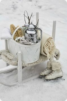 Winter Decoration Ideas and Food for Delicious Picnic on the Snow- winter picknick- schaatsen I Love Winter, Winter Fun, Winter White, Winter Christmas, Winter Sports, Winter Snow, Cosy Winter, Hygge Christmas, Christmas Garden