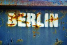 *Foto shot in Berlin Kreuzberg, Motiv auf einem Container*  STREET HEART präsentiert Euch ausgesuchte Berliner und internationale Street Art auf ...