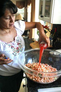 coctel de camaron/shrimp coctail - seems interesting Fish Recipes, Seafood Recipes, Mexican Food Recipes, Appetizer Recipes, Cooking Recipes, Appetizers, Recipies, Cooking Tips, Healthy Recipes