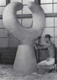 IsamuNoguchi_1950                                                                                                                                                      Plus