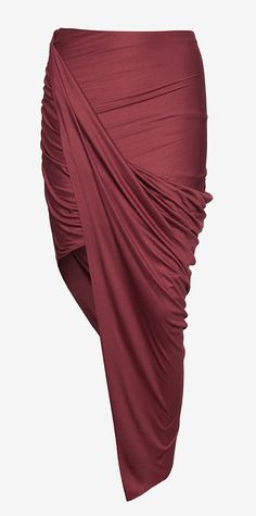 Jersey wrap skirt - Style great: sharp long angle, asymmetry, short to show off legs. Look Fashion, Skirt Fashion, Fashion Beauty, Fashion Outfits, Womens Fashion, Diy Jupe, Diy Couture, Mode Outfits, Swagg